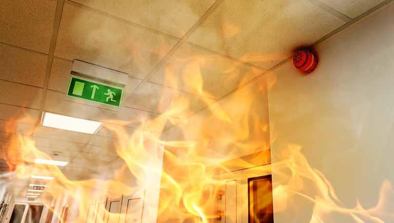 Como evitar incêndios em empresas? Entenda o papel fundamental dos sprinklers