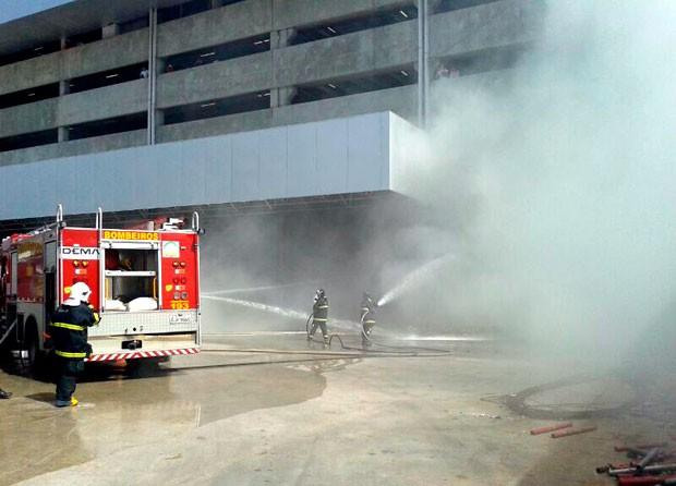 incêndio shopping sem chuveiros automáticos