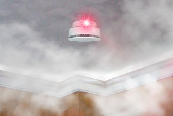 Como funcionam os detectores de fumaca