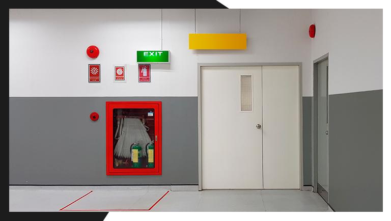 como-usar-a-rota-de-saida-de-emergencia-em-caso-de-incendio