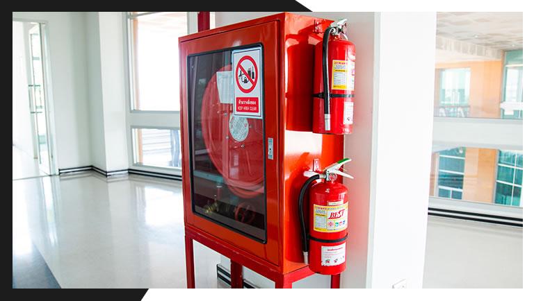 Como é feita a recarga e manutenção de extintores de incêndio